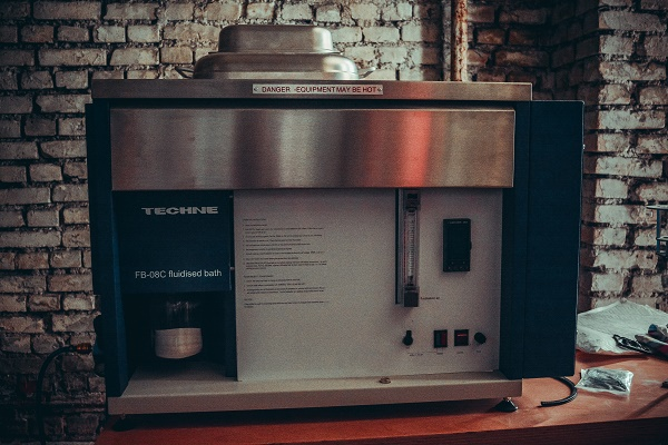 Устройство для финишной обработки металлических частей